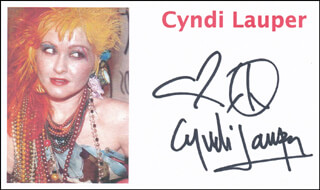 Autographs: CYNDI LAUPER - PRINTED CARD SIGNED IN INK