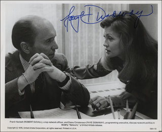 FAYE DUNAWAY - AUTOGRAPHED SIGNED PHOTOGRAPH