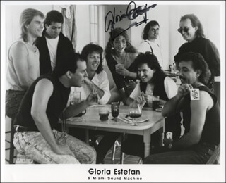 GLORIA ESTEFAN - PRINTED PHOTOGRAPH SIGNED IN INK