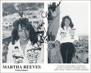 MARTHA REEVES & THE VANDELLAS (MARTHA REEVES) - PRINTED PHOTOGRAPH SIGNED IN INK