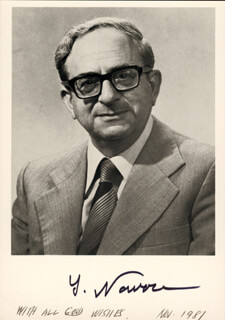 PRESIDENT YITZHAK NAVON (ISRAEL) - AUTOGRAPHED SIGNED PHOTOGRAPH CIRCA 1981