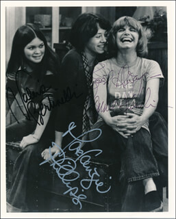 Autographs: ONE DAY AT A TIME TV CAST - PHOTOGRAPH SIGNED CO-SIGNED BY: BONNIE FRANKLIN, VALERIE BERTINELLI, MACKENZIE PHILLIPS