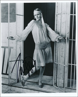 TWIGGY - AUTOGRAPHED SIGNED PHOTOGRAPH