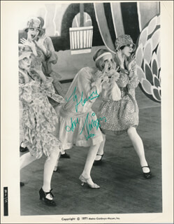 TWIGGY - AUTOGRAPHED INSCRIBED PHOTOGRAPH