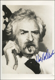 HAL HOLBROOK - AUTOGRAPHED SIGNED PHOTOGRAPH