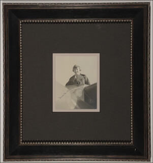 Autographs: AMELIA M. EARHART - PHOTOGRAPH SIGNED