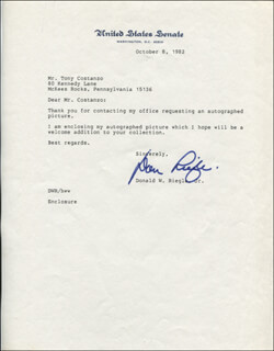 DONALD W. RIEGLE JR. - TYPED LETTER SIGNED 10/08/1982