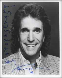 HENRY THE FONZ WINKLER - AUTOGRAPH NOTE ON PHOTOGRAPH SIGNED 06/1991