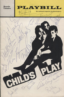 Autographs: CHILD'S PLAY PLAY CAST - SHOW BILL SIGNED CO-SIGNED BY: PAT HINGLE, KEN HOWARD, FRITZ WEAVER, PATRICK SHEA, DAVID ROUNDS, PETER MACLEAN, LLOYD KRAMER, RON MARTIN, BRYANT A. FRASER, MICHAEL MCGUIRE, CHRISTOPHER DEANE, MARK HALL, JOHN HANDY, ROBBIE REED, FRANK FIORE