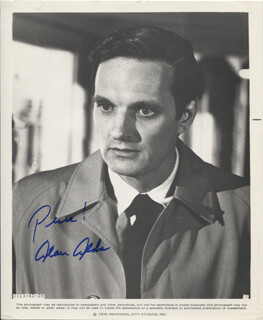 Autographs: ALAN ALDA - PHOTOGRAPH SIGNED