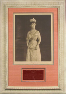 Autographs: QUEEN MARY OF TECK MARY (ENGLAND) - PHOTOGRAPH SIGNED 1912