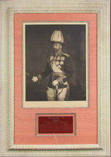 Autographs: KING GEORGE V (GREAT BRITAIN) - PHOTOGRAPH SIGNED CIRCA 1912