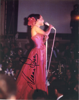 DIANA ROSS - AUTOGRAPHED SIGNED PHOTOGRAPH