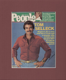 Autographs: TOM SELLECK - MAGAZINE COVER SIGNED