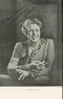 FIRST LADY ELEANOR ROOSEVELT - INSCRIBED MAGAZINE PHOTO SIGNED
