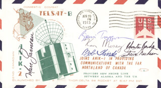 Autographs: MARC GARNEAU - COMMEMORATIVE ENVELOPE SIGNED CO-SIGNED BY: KEN MONEY, ROBERTA BONDAR, STEVE MacLEAN, BOB THIRSK, BJARNI TRYGGVASON