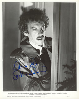 DONALD SUTHERLAND - AUTOGRAPHED SIGNED PHOTOGRAPH CIRCA 1978