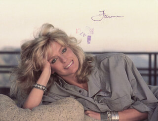 FARRAH FAWCETT - PICTURE POST CARD SIGNED