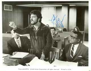 DUSTIN HOFFMAN - PRINTED PHOTOGRAPH SIGNED IN INK 1974