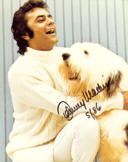 JOHNNY MATHIS - AUTOGRAPHED SIGNED PHOTOGRAPH 5/1986