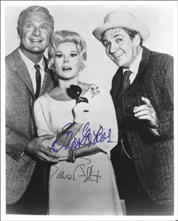 Autographs: GREEN ACRES TV CAST - PHOTOGRAPH SIGNED CO-SIGNED BY: EDDIE ALBERT, EVA GABOR