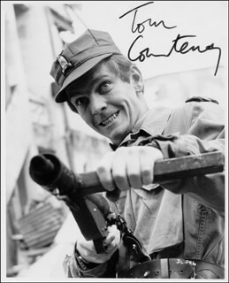 TOM COURTENAY - AUTOGRAPHED SIGNED PHOTOGRAPH