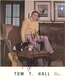 TOM T. HALL - PRINTED PHOTOGRAPH SIGNED IN INK 1982