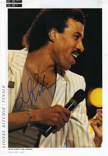 LIONEL RICHIE - MAGAZINE PHOTOGRAPH SIGNED