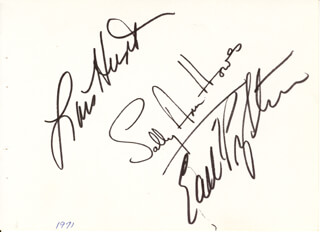 SALLY ANN HOWES - AUTOGRAPH 1971 CO-SIGNED BY: EARL WRIGHTSON, LOIS HUNT