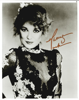 TANYA TUCKER - AUTOGRAPHED SIGNED PHOTOGRAPH