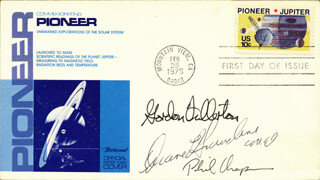 Autographs: COLONEL C. GORDON FULLERTON - FIRST DAY COVER SIGNED CO-SIGNED BY: PHILIP K. CHAPMAN, COLONEL DUANE E. GRAVELINE