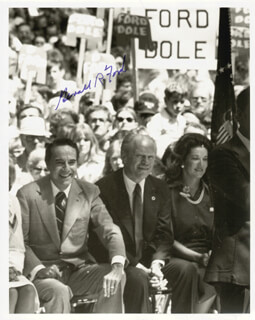 PRESIDENT GERALD R. FORD - AUTOGRAPHED SIGNED PHOTOGRAPH