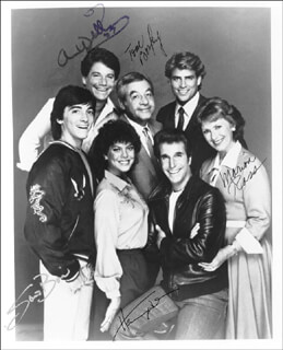 HAPPY DAYS TV CAST - AUTOGRAPHED SIGNED PHOTOGRAPH 1987 CO-SIGNED BY: SCOTT BAIO, ANSON WILLIAMS, TOM BOSLEY, MARION ROSS, HENRY THE FONZ WINKLER