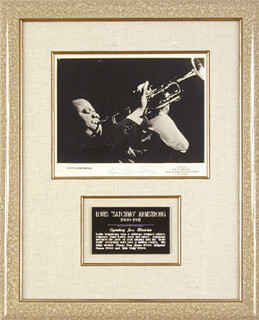 Autographs: LOUIS SATCHMO ARMSTRONG - PHOTOGRAPH SIGNED