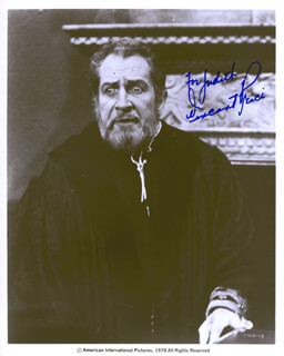 VINCENT PRICE - AUTOGRAPHED INSCRIBED PHOTOGRAPH