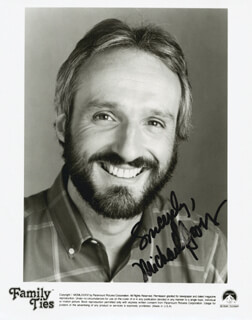 MICHAEL GROSS - AUTOGRAPHED SIGNED PHOTOGRAPH