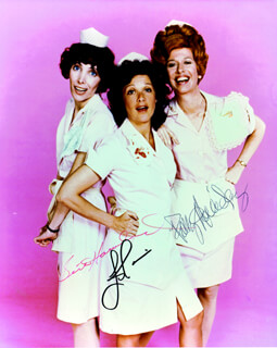 Autographs: ALICE TV CAST - PHOTOGRAPH SIGNED CO-SIGNED BY: BETH HOWLAND, LINDA LAVIN, POLLY HOLLIDAY