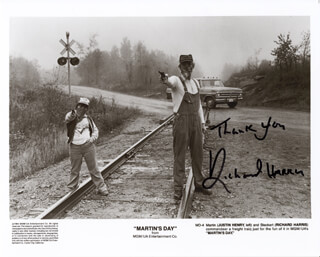 RICHARD HARRIS - AUTOGRAPHED SIGNED PHOTOGRAPH