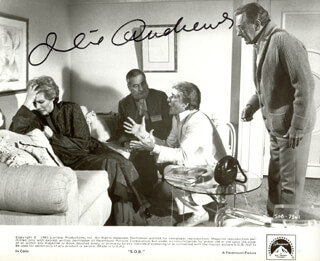 JULIE ANDREWS - AUTOGRAPHED SIGNED PHOTOGRAPH  - HFSID 77611