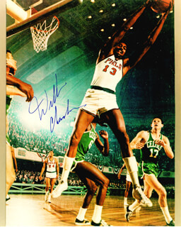 Autographs: WILT THE STILT CHAMBERLAIN - PHOTOGRAPH SIGNED