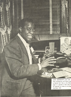 Autographs: LOUIS SATCHMO ARMSTRONG - MAGAZINE PHOTOGRAPH SIGNED CIRCA 1947
