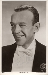 Autographs: FRED ASTAIRE - PHOTOGRAPH SIGNED