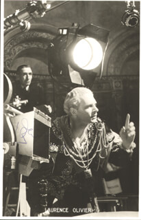 LAURENCE OLIVIER - PICTURE POST CARD SIGNED
