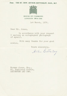 Autographs: ARTHUR BOTTOMLEY - TYPED NOTE SIGNED 03/01/1976