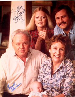 Autographs: ALL IN THE FAMILY TV CAST - PHOTOGRAPH SIGNED CO-SIGNED BY: CARROLL O'CONNOR, JEAN STAPLETON, SALLY STRUTHERS