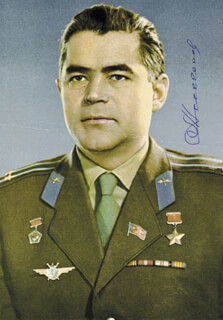 Autographs: MAJOR GENERAL ANDRIAN NIKOLAYEV - PHOTOGRAPH SIGNED
