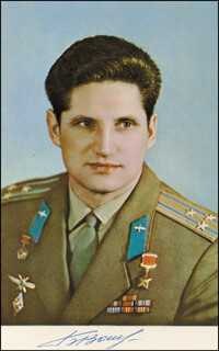 Autographs: COLONEL BORIS VOLYNOV - PHOTOGRAPH SIGNED