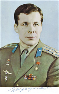 Autographs: COLONEL YEVGENI V. KHRUNOV - PICTURE POST CARD SIGNED