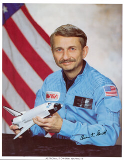 OWEN K. GARRIOTT - AUTOGRAPHED SIGNED PHOTOGRAPH