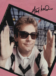 HUEY LEWIS & THE NEWS (HUEY LEWIS) - MAGAZINE PHOTOGRAPH SIGNED